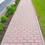wyczyszczony chodnik z kostki brukowej